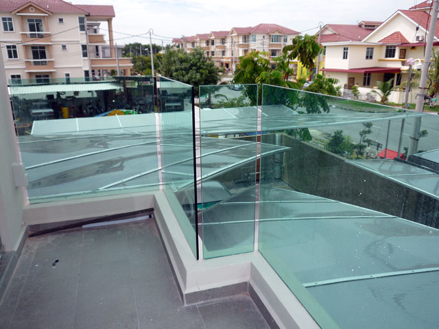 Balcony Glass With Embed System