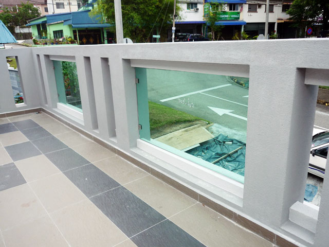 Balcony Glass With Glass Clip System