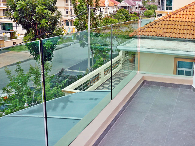 Balcony Glass With Tint Green