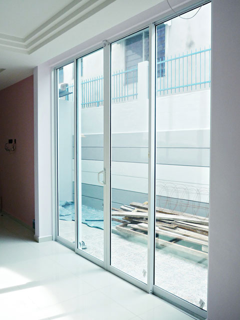 Sliding Door With Multi Lock System
